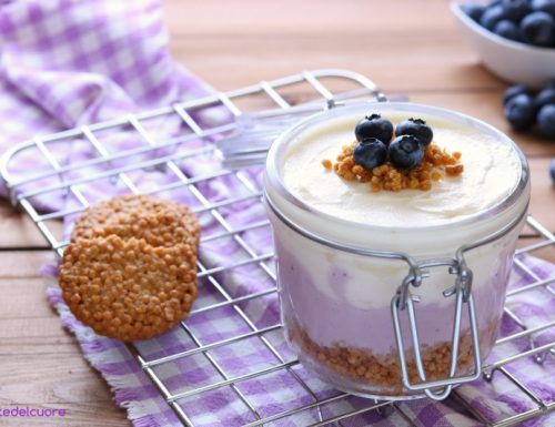 Cheesecake ai mirtilli in barattolo