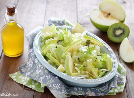 Insalata kiwi mele e formaggio