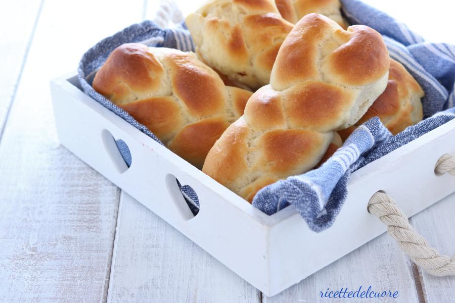 Treccine di pan brioche allo yogurt