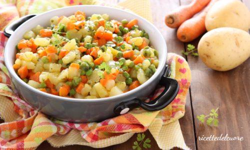 Contorno di carote patate e piselli