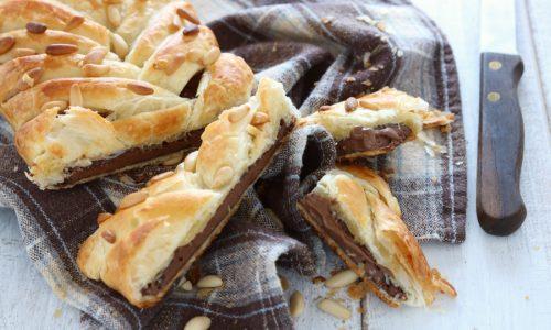 Treccia di sfoglia al cioccolato e pinoli