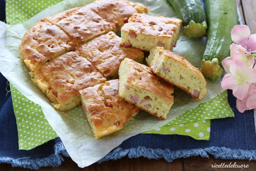 Torta salata zucchine cotto e formaggio