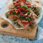 Salmone alla griglia con rucola e pomodorini