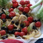 Finocchi al forno con pomodorini e olive