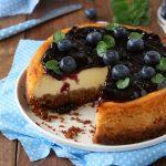 Cheesecake classica ai mirtilli neri