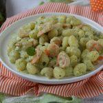 Gnocchi con crema di zucchine e gamberetti