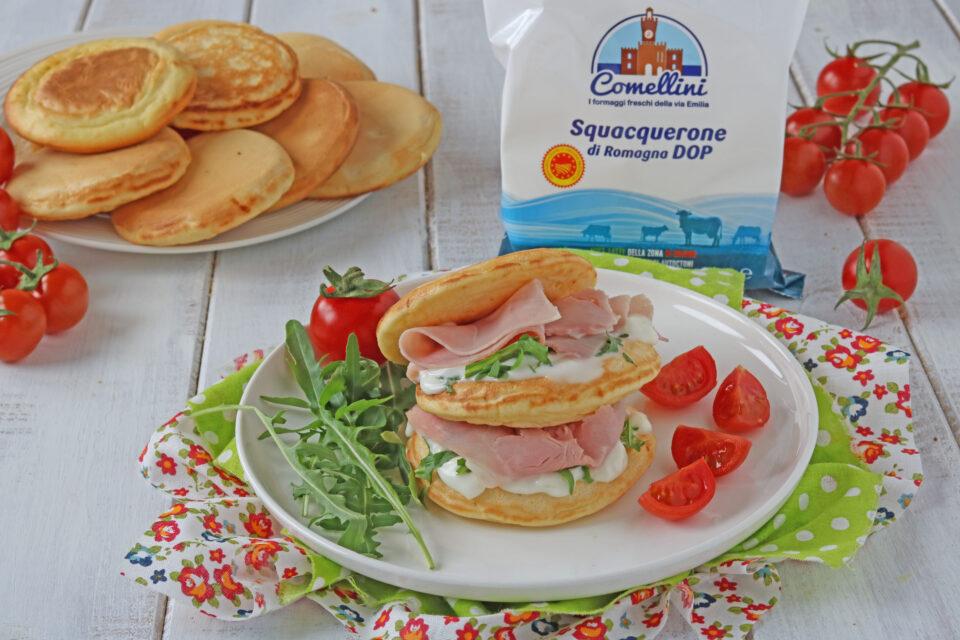 pancake salati allo squacquerone