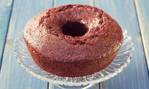 Ciambellone al cioccolato, la ricetta per farlo soffice e umido