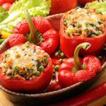 Peperoni ripieni di riso con carne e verdure