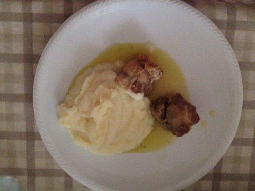 Involtini di pollo accompagnati da purè di patate