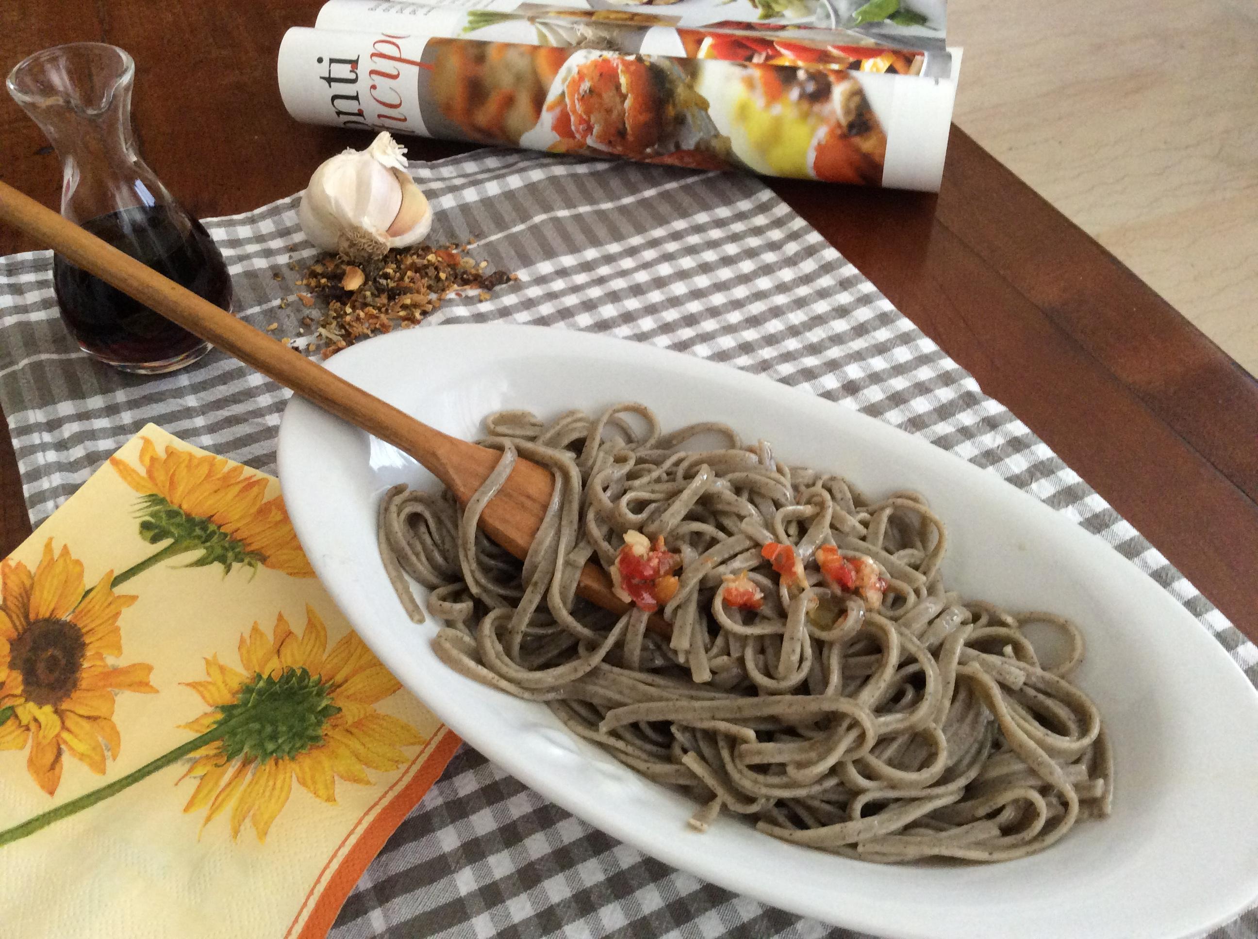 Spaghetti di canapa aglio, olio e peperoncino