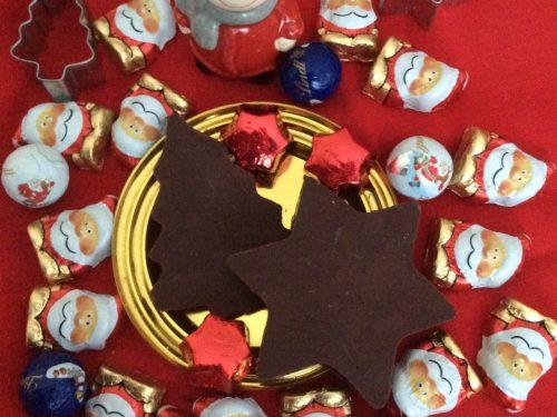 Panettoncino con crema di ricotta e decorazioni di cioccolato