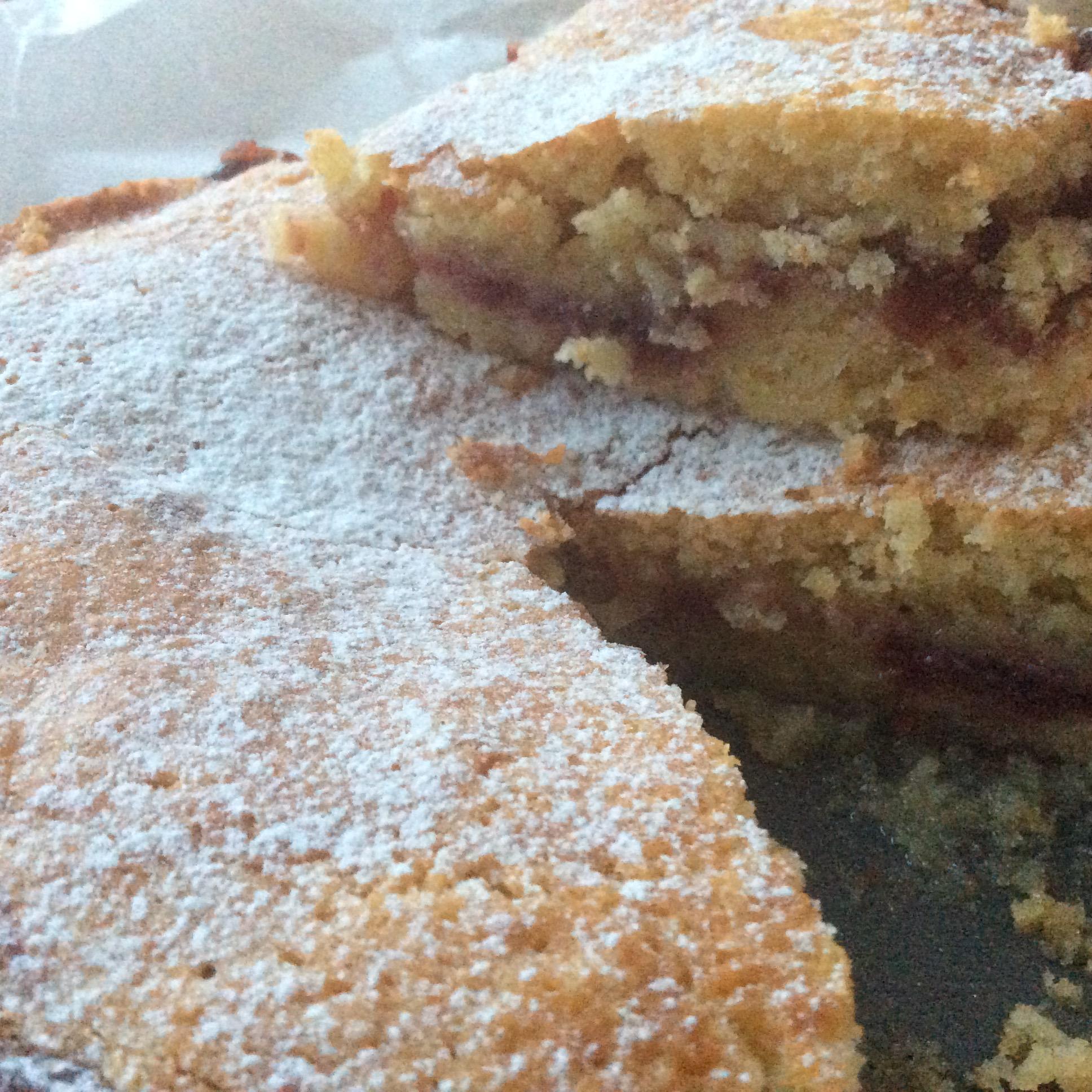 Torta croccante con confettura di ciliegie (2)