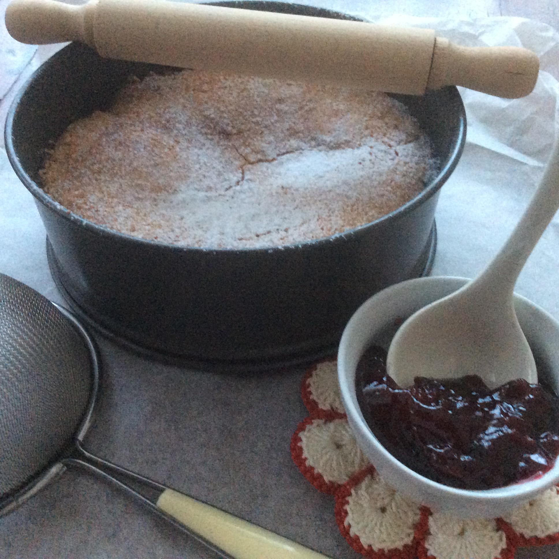 Torta croccante con confettura di ciliegie 3