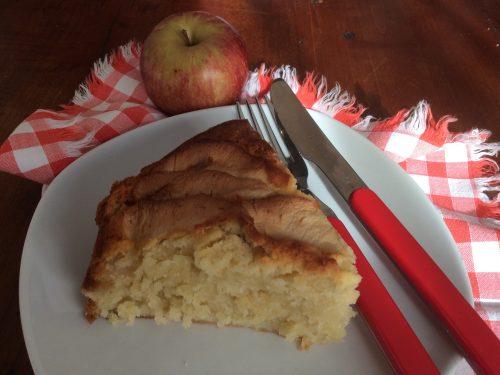Torta di mele con panna fresca