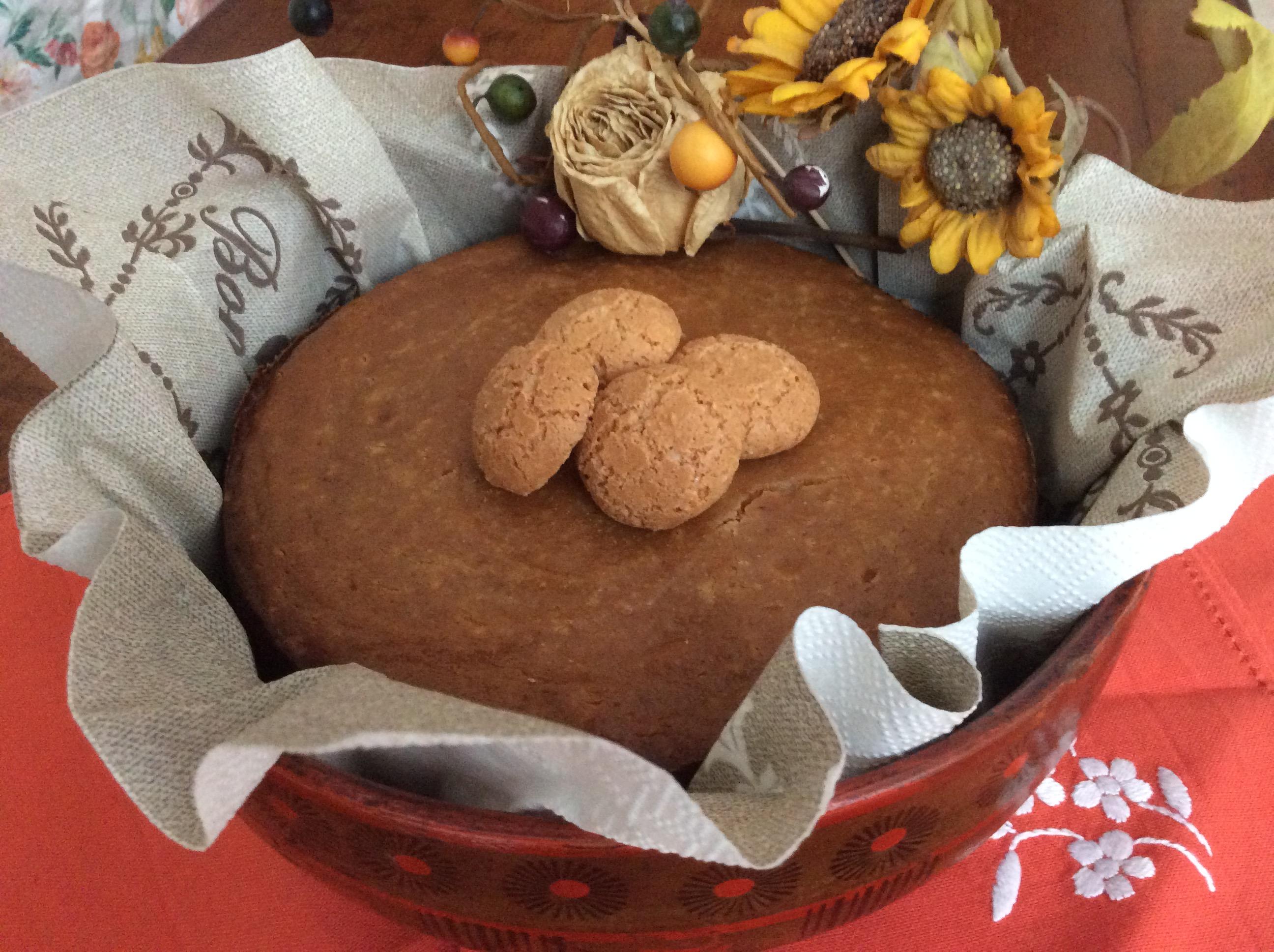 torta ricotta e amaretti intera