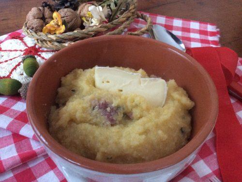 Polenta ai 4 formaggi e salsiccia