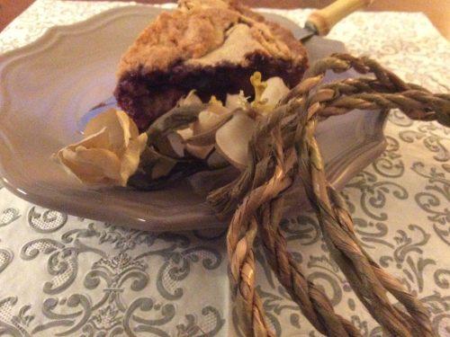 Frolla alle mandorle, crema pasticcera e confettura di ciliegie