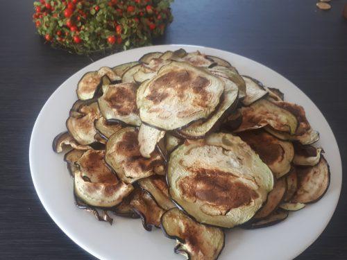 Chips di melanzane grigliate al forno