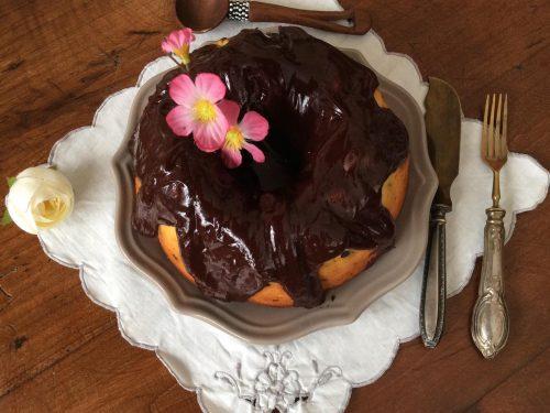 Ciambella allo skyr con arancia gocce di cioccolato e ganache