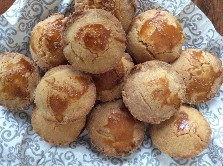 Un dolcetto che è quasi un pasticciotto leccese di pasta frolla ma senza strutto e dalla forma rotonda anziché ovale