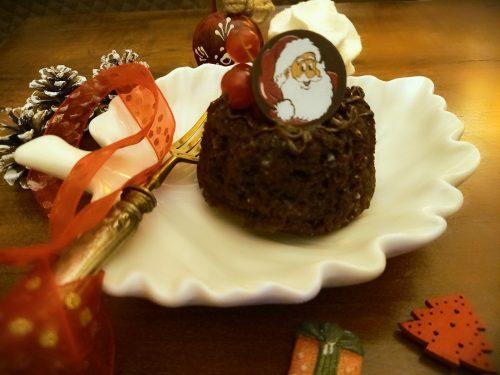 Mini bundt cake al cacao con crema alla panna e rum