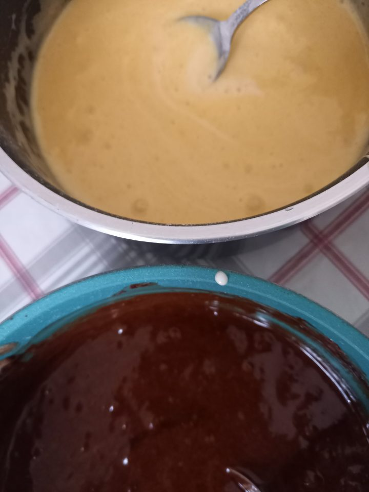 composti di cioccolato fondente e bianco con tuorli