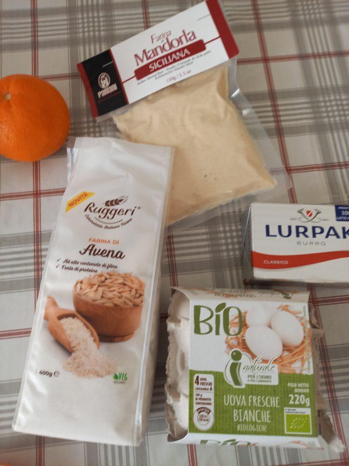 ingredienti per biscotti con farina di avena e gocce di cioccolato