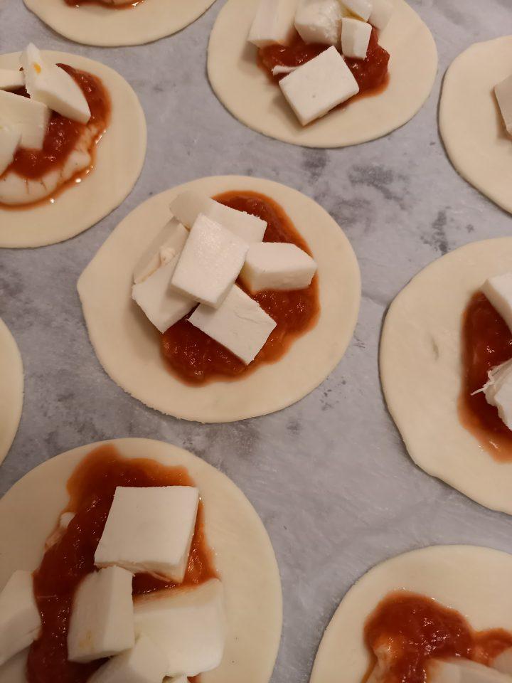 sfoglia con besciamella pomodoro e mozzarella
