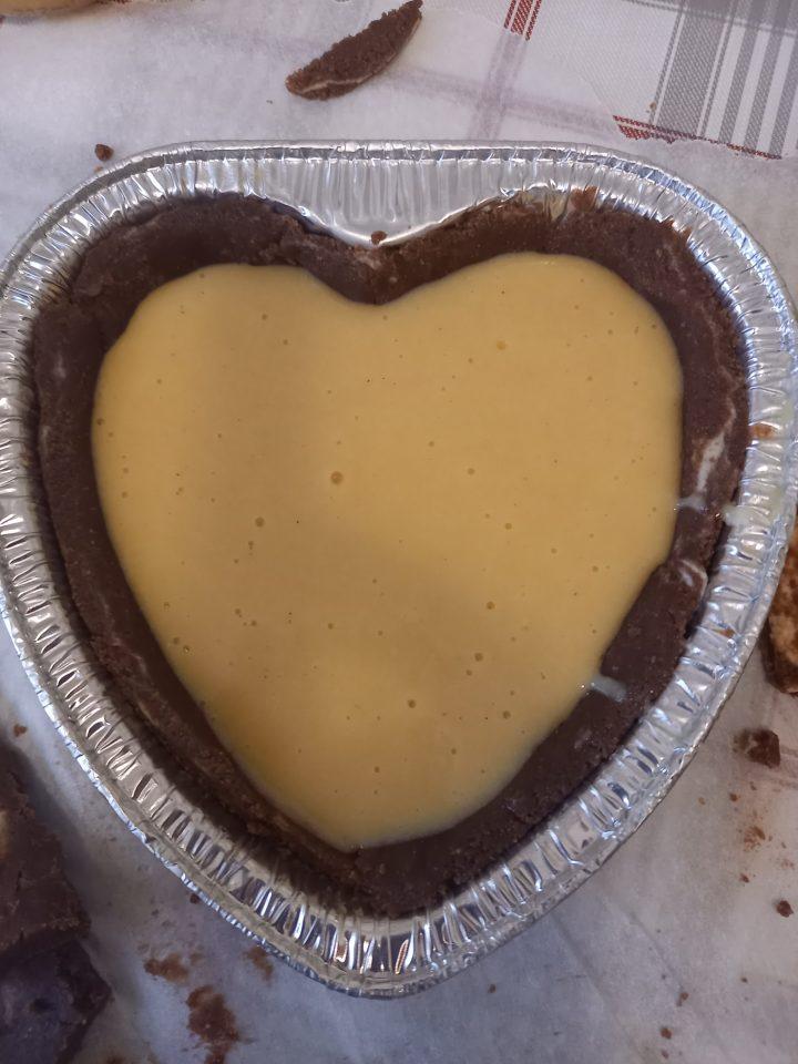 cuore al cacao con crema all'arancia crudo