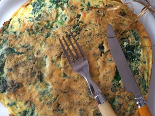 Omelette gigante con spinaci e semi di sesamo