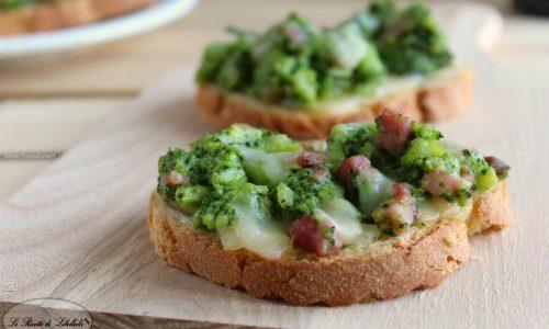 Crostini con broccoli e pancetta