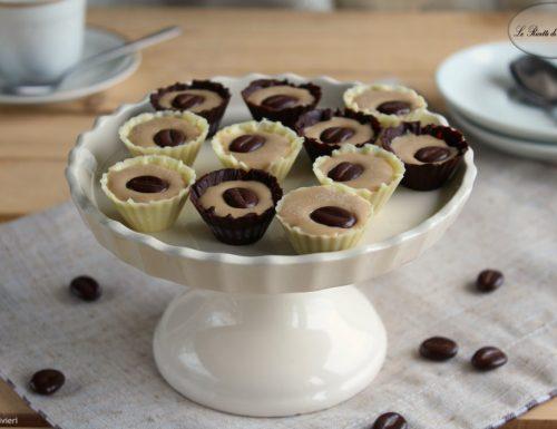 Cioccolatini ripieni di ganache al caffè