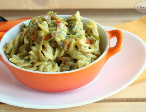 Pasta cremosa con verdure e spezie