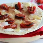 Piadina con speck e pomodori arrosto