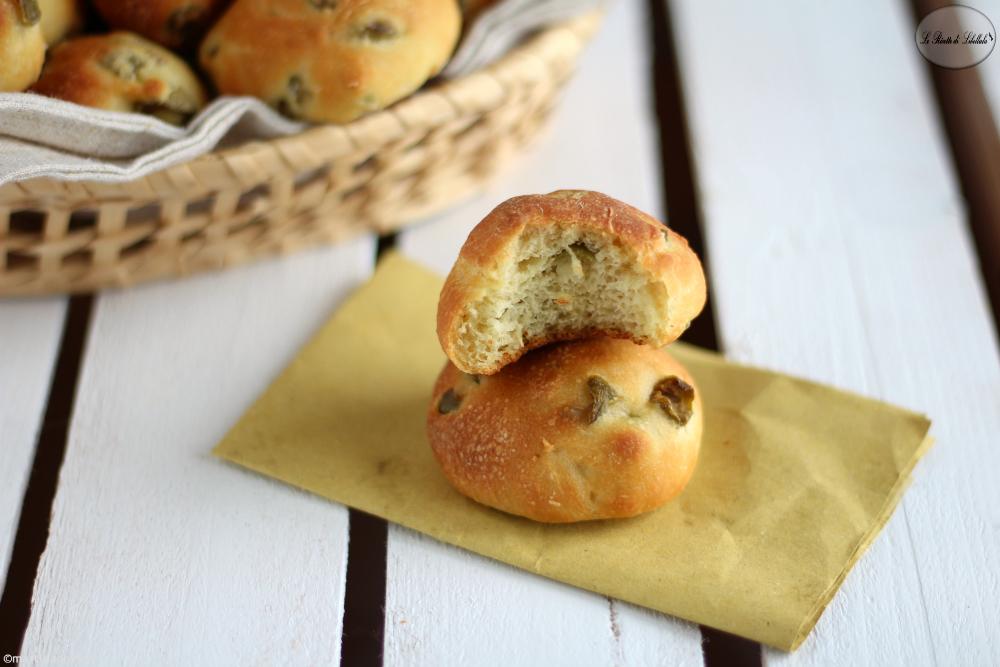Bocconcini di pane alle olive