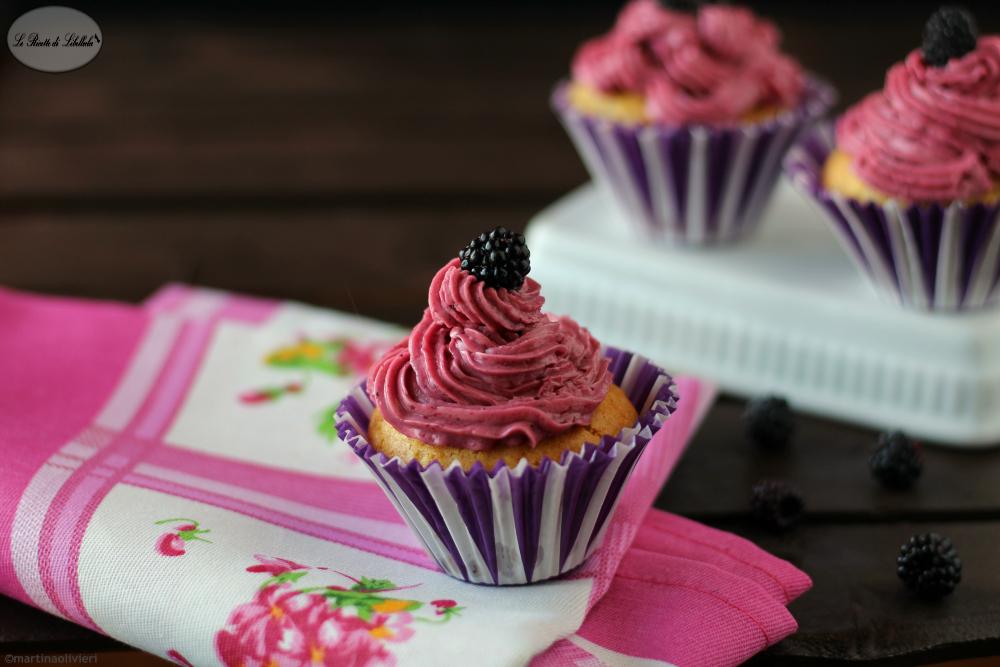 Muffin allo zenzero con buttercream alle more