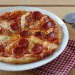 Pizza al salame piccante e pecorino