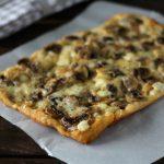Pizza in teglia ai funghi e caciotta - Ricetta Bonci