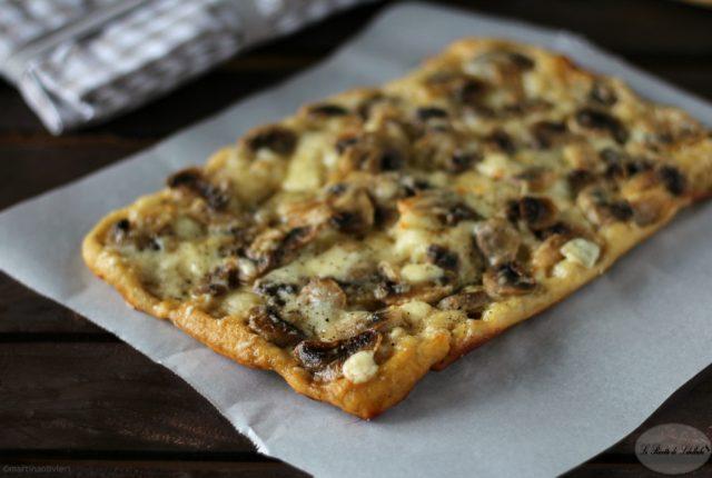 pizza-funghi-caciotta-evidenza