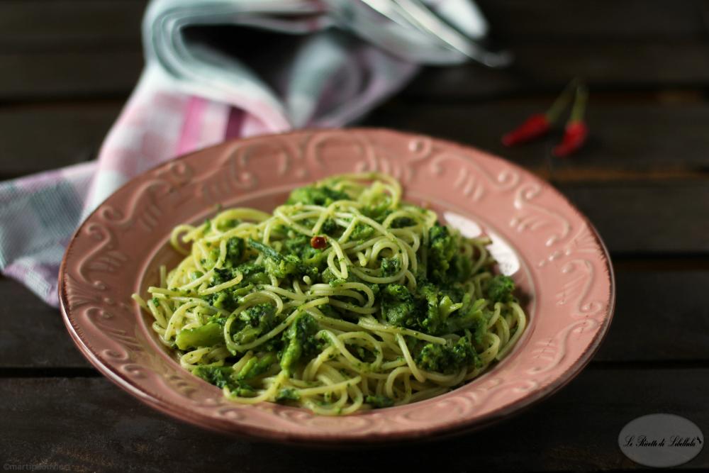 Spaghetti aglio, olio, peperoncino e broccoletti