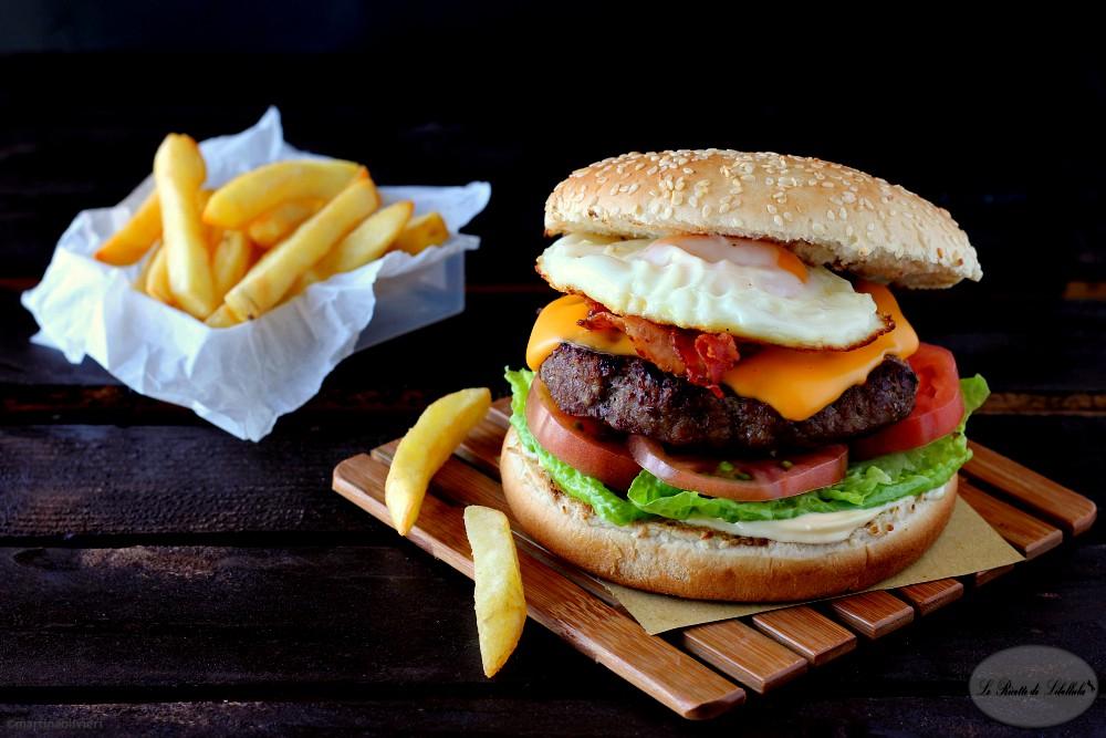 Conosciuto Hamburger con bacon e uova | Le Ricette di Libellula GB72