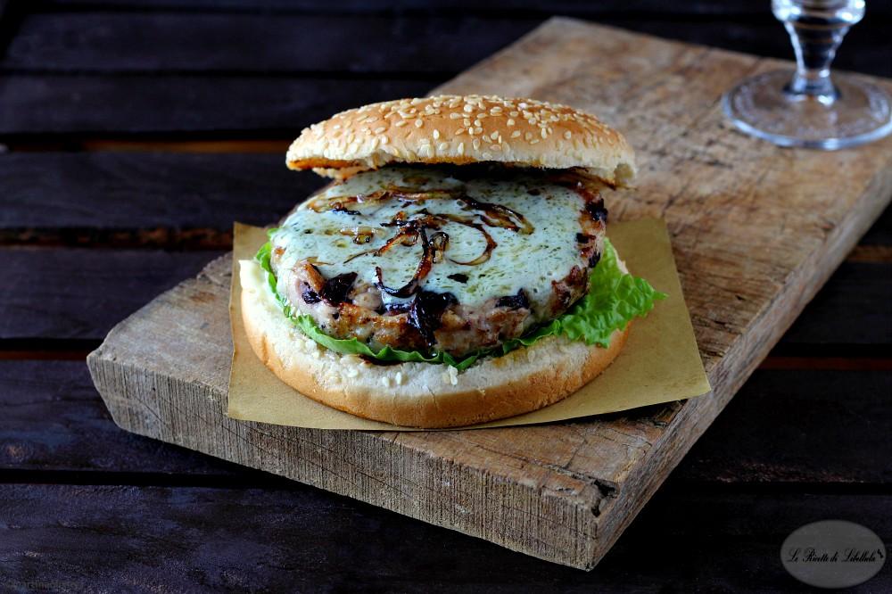 Burger di tacchino e radicchio con salsa al gorgonzola