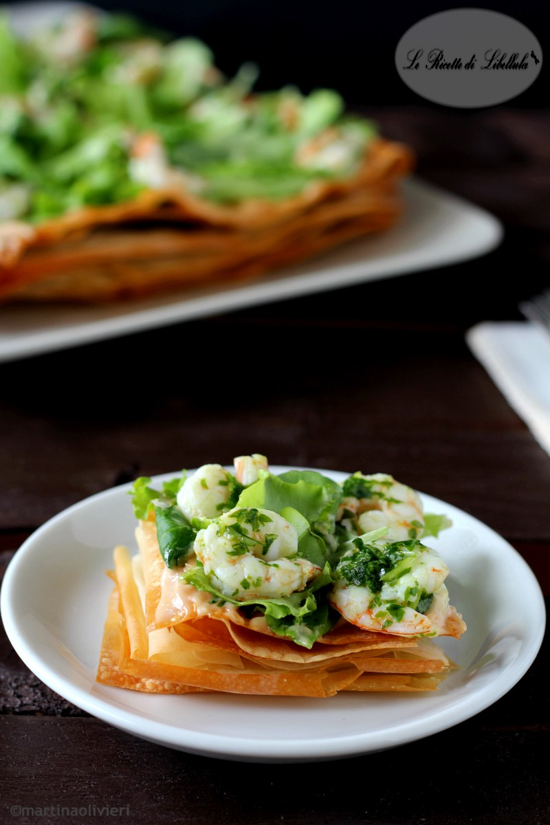 Pasta fillo con insalata e gamberetti