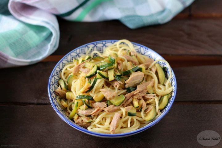 Spaghetti aglio, olio, peperoncino, zucchine e tonno