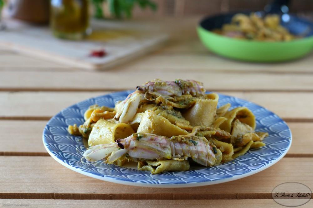 Pappardelle allo zafferano con panocchie e moscardini alle olive