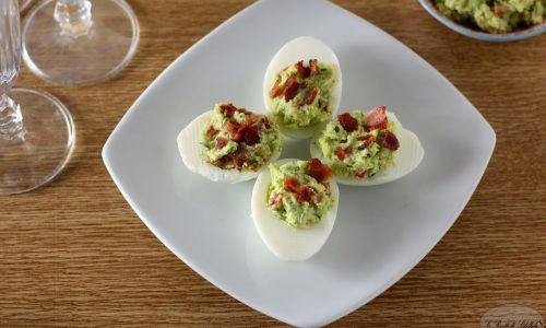 Uova con bacon e guacamole