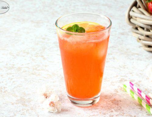 Cocktail analcolico ai fiori di sambuco e frutta
