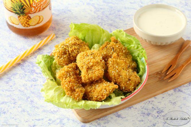 Bocconcini di Pollo in Crosta di Cous Cous con Salsa allo Yogurt e Formaggio