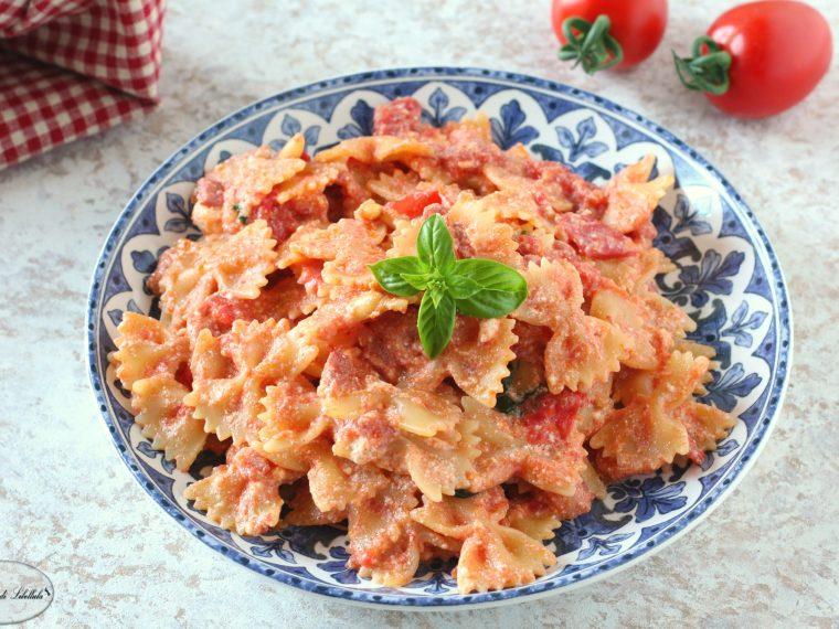 Pasta cremosa con pomodorini e pancetta